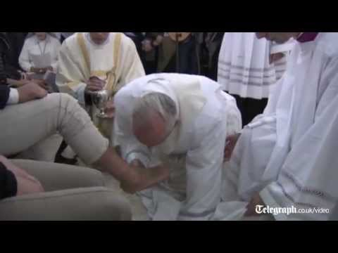 Pope washes feet of young Muslim woman prisoner