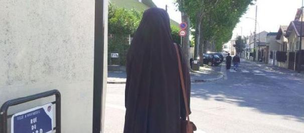 France: Doctor Refuses to Treat Patient For Wearing Hijab