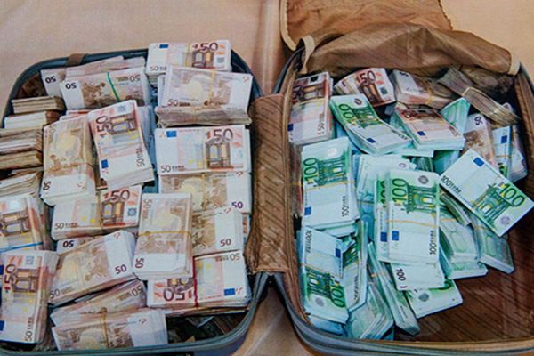 Moroccan Customs Services Foil Currency Trafficking Attempt
