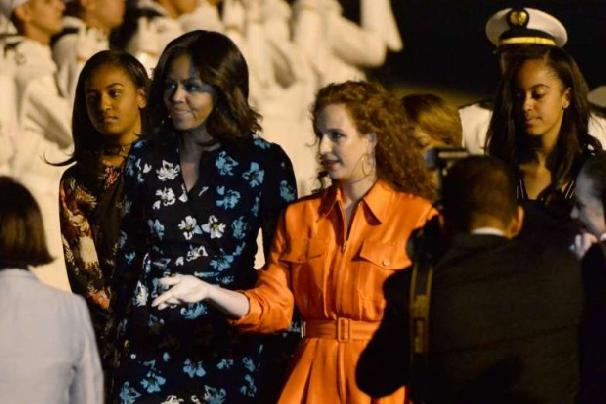 American-First-Lady-Michelle-Obama-welcomed-at-Marrakech-airport-by-Moroccan-First-Lady-Princess-Lalla-Salma-e1467152280214.jpg