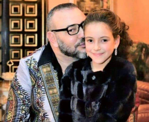 Princess-Lalla-Khadija-in-the-arms-of-her-father-King-Mohammed-VI.-Taken-by-Mehdi-Benkirane-1.png